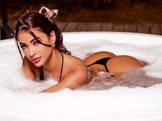 ArianaRoux Chat